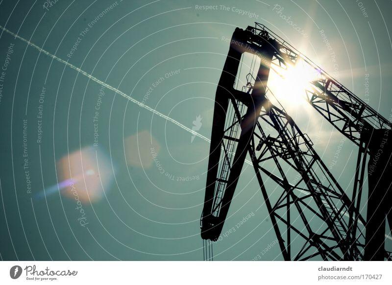 Stahlschmelze Himmel blau schwarz Bewegung Metall Arbeit & Erwerbstätigkeit hoch groß Industrie Güterverkehr & Logistik Hafen stark Leiter Kran Handel