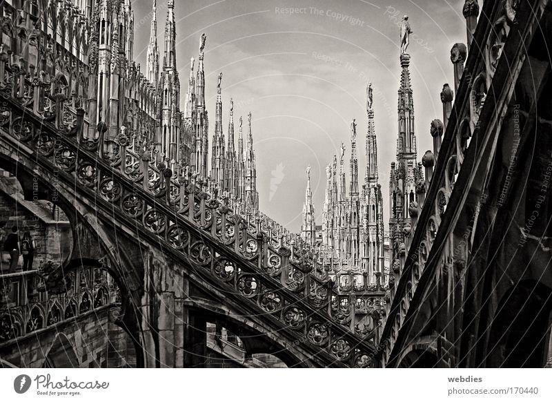 Milano2 Stadt ruhig Tod träumen Stein Stimmung Architektur Zeit Europa Trauer retro Dach Kultur Italien Vergänglichkeit