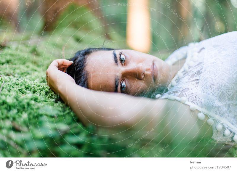 She was free in her wildness. Mensch Natur Jugendliche Pflanze Sommer schön grün Junge Frau Erholung Einsamkeit ruhig 18-30 Jahre Gesicht Erwachsene Umwelt