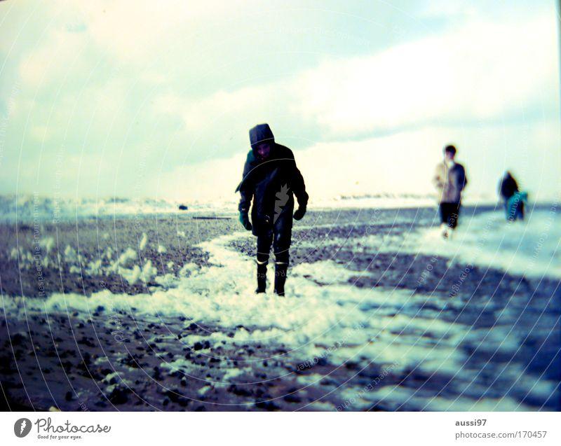 After the nuke Mensch Strand Schnee Küste gehen Wetter Klima Appetit & Hunger Verzweiflung Seeufer Ostsee Nordsee Frustration Durst Klimawandel Zukunftsangst