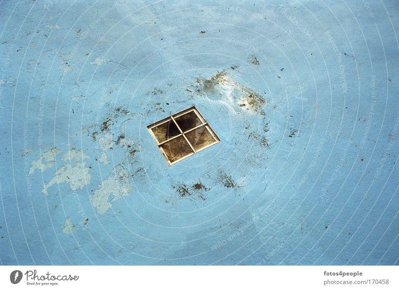 Entrance into the dark site alt blau Angst Schwimmbad Handwerk bizarr Nostalgie Surrealismus Anstreicher Umweltschutz Umweltverschmutzung eckig
