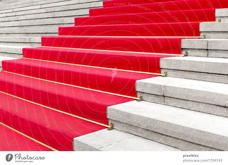 Roter Teppich I Reichtum elegant Stil Party Veranstaltung ausgehen Feste & Feiern Kultur Show Konzert Oper Opernhaus Treppe Bekanntheit Erfolg rot Showtreppe