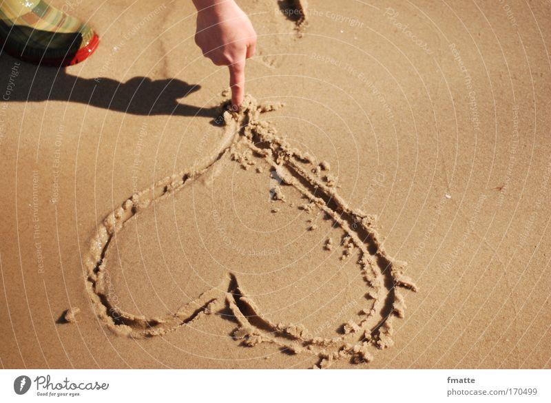 Herz am Strand Farbfoto Außenaufnahme Schatten Blick nach unten Ferien & Urlaub & Reisen Sommerurlaub Meer Zeichen Schriftzeichen zeichnen natürlich braun