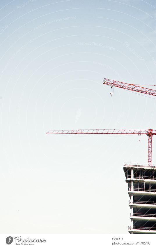 baustopp Gebäude Architektur Hochhaus Pause Baustelle Bauwerk bauen Konstruktion Kran Decke Skelett stagnierend unvollendet
