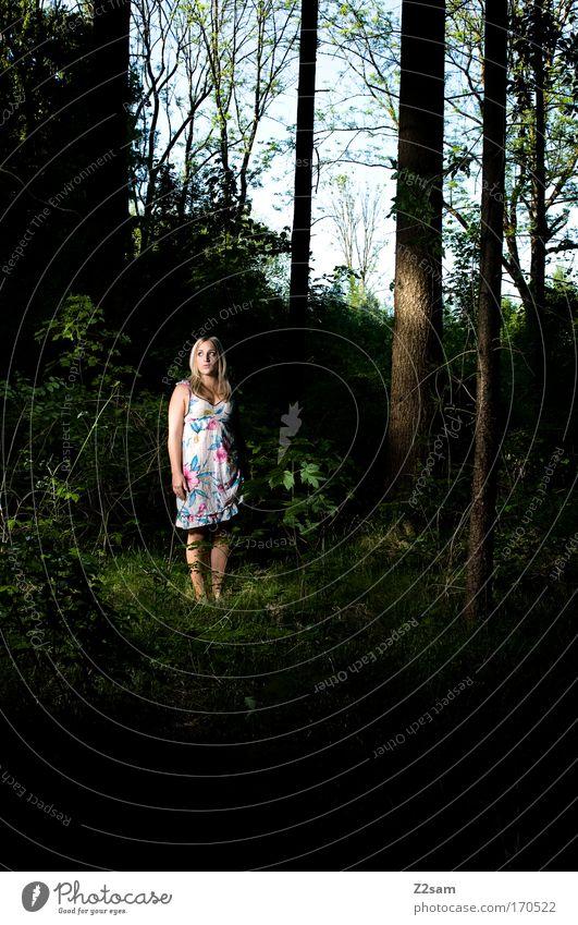 alone in the dark Mensch Natur Jugendliche schön Einsamkeit Wald dunkel feminin träumen Traurigkeit Angst blond Erwachsene klein elegant Umwelt