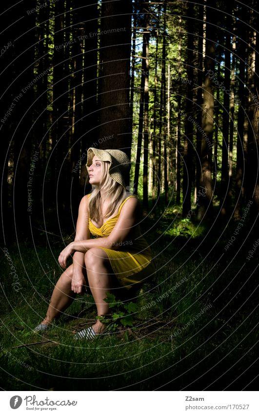 alone in the dark Farbfoto Außenaufnahme Blitzlichtaufnahme Wegsehen Mensch feminin Junge Frau Jugendliche 18-30 Jahre Erwachsene Natur Wald Mode Kleid Hut