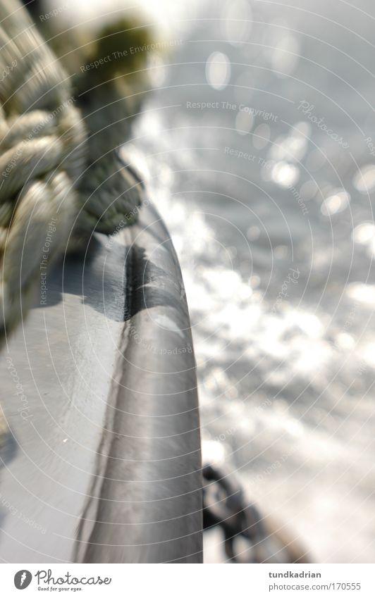 Volldampf voraus Farbfoto Gedeckte Farben Außenaufnahme Detailaufnahme Menschenleer Tag Licht Reflexion & Spiegelung High Key Unschärfe Schwache Tiefenschärfe