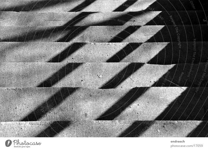 Mustertreppe Licht Lichtspiel Ecke dunkel Stadt Beton Fototechnik Treppe Schatten aufwärts abwärts hell kariert