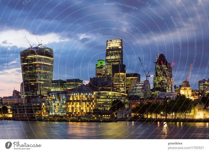 London bei Nacht (Bankenviertel) Ferien & Urlaub & Reisen Tourismus Sightseeing Städtereise Nachtleben Wirtschaft Kapitalwirtschaft Börse Geldinstitut Business