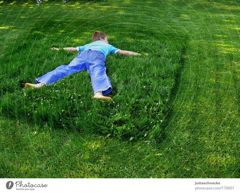 Nur über meine Leiche Kind Natur grün Junge Gras Garten Mensch Umwelt Frieden harmonisch Umweltschutz Rest retten friedlich ausgestreckt