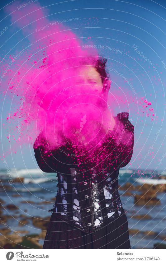 pitsche patsche Mensch Frau Meer Erwachsene Umwelt Küste feminin Party rosa Horizont Wellen Fröhlichkeit Veranstaltung Wolkenloser Himmel werfen Mehl