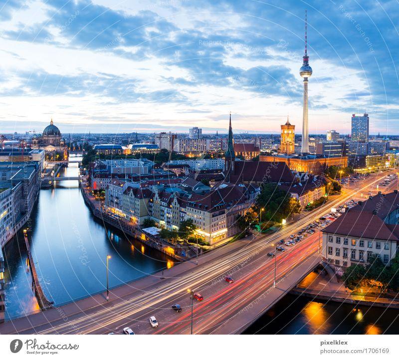 Skyline Ferien & Urlaub & Reisen Tourismus Städtereise Nachtleben Fluss Spree Berlin Deutschland Stadt Hauptstadt Stadtzentrum Haus Hochhaus Bankgebäude Kirche