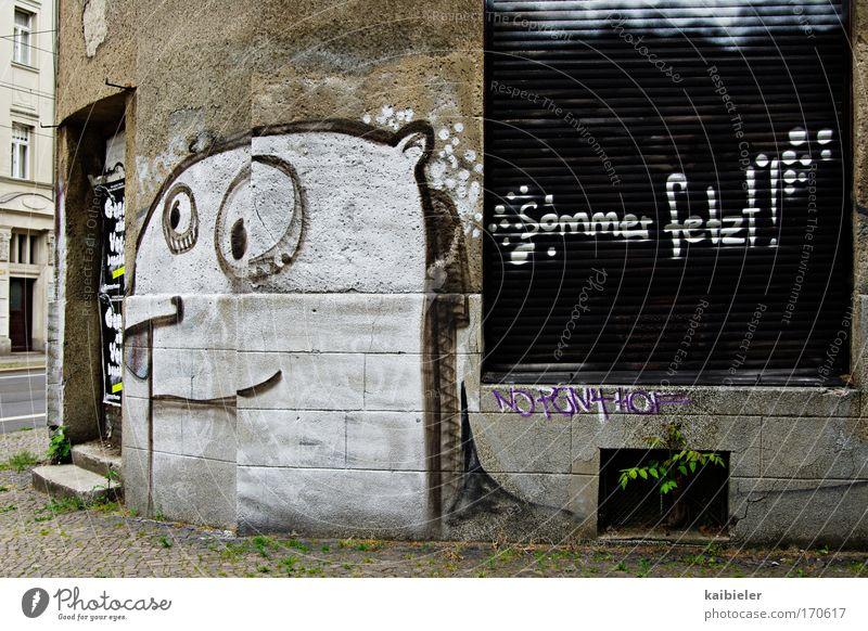 Sommer fetzt! alt weiß Stadt Sommer Einsamkeit Wand grau Graffiti Mauer braun lustig Fassade geschlossen trist Coolness Schriftzeichen
