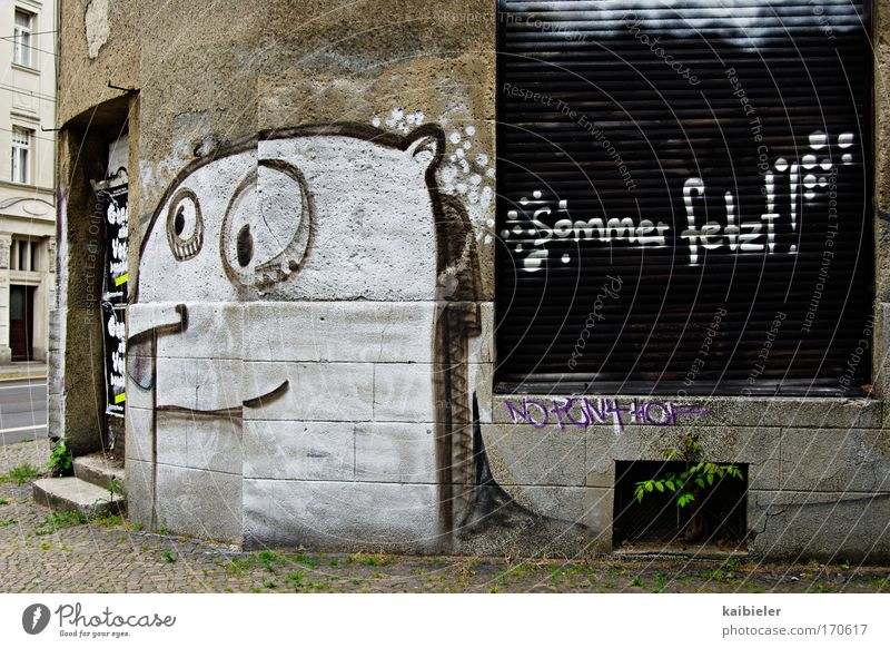 Sommer fetzt! alt weiß Stadt Einsamkeit Wand grau Graffiti Mauer braun lustig Fassade geschlossen trist Coolness Schriftzeichen