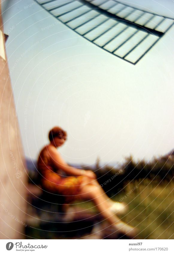 Look sharp! Frau Mensch Freude Erwachsene feminin Leben Zufriedenheit Ausflug Fröhlichkeit Reisefotografie Rock Surrealismus Junge Frau Frühlingsgefühle