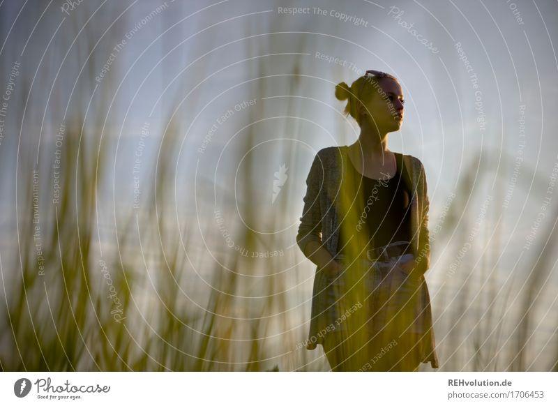 1100 - Alexa | Silhouette Mensch Frau Himmel Natur Jugendliche Sommer Junge Frau schön grün Landschaft Einsamkeit 18-30 Jahre Erwachsene Umwelt Wiese Gras