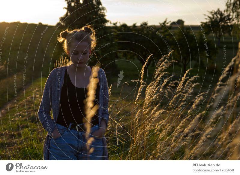Alexa   im Abendlicht Mensch Natur Jugendliche Sommer schön Junge Frau Sonne Landschaft Einsamkeit 18-30 Jahre Erwachsene Umwelt Traurigkeit Gefühle