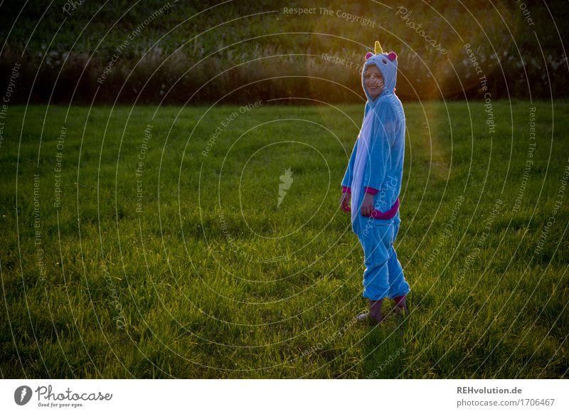 Alexa | Einhorn Mensch Natur Jugendliche blau Pflanze schön grün Junge Frau Landschaft Freude 18-30 Jahre Erwachsene Umwelt Wiese lustig Gras