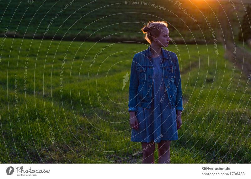 Alexa   im Abendlicht Mensch feminin Junge Frau Jugendliche 1 18-30 Jahre Erwachsene Umwelt Natur Landschaft Sonnenaufgang Sonnenuntergang Sonnenlicht Sommer