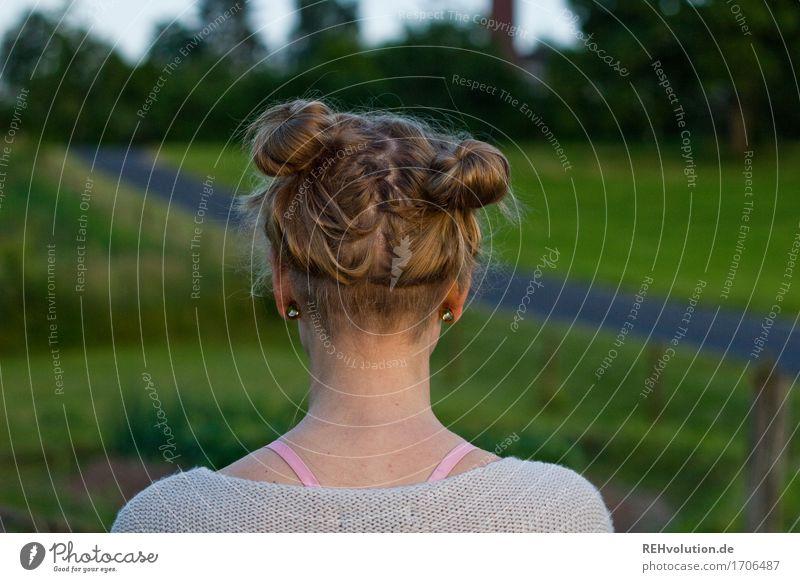 Alexa | Frisur Mensch Natur Jugendliche grün schön Junge Frau Landschaft Einsamkeit 18-30 Jahre Erwachsene Umwelt Traurigkeit Wiese natürlich feminin