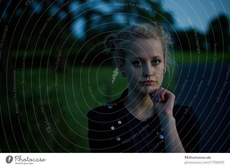 Alexa | am Abend Mensch Frau Natur Jugendliche Sommer Junge Frau schön Baum Landschaft 18-30 Jahre Gesicht Erwachsene Umwelt Wiese feminin Stil