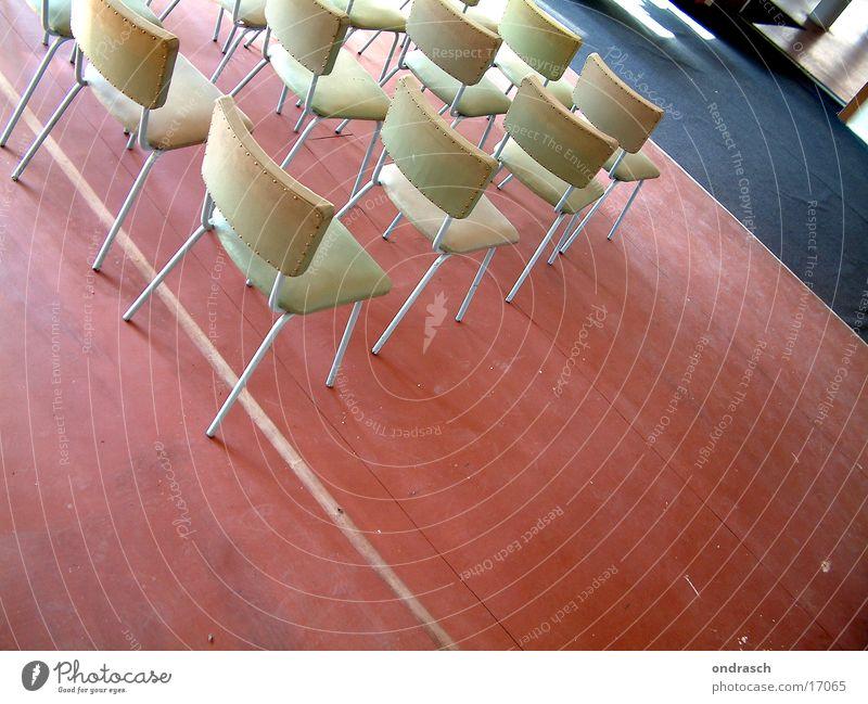 Meeting Mensch Raum Kunst warten Stuhl Bildung Sitzung Rede Sitzreihe Versammlung