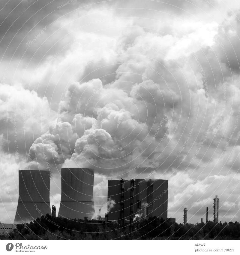mehr ist mehr alt Himmel dunkel Arbeit & Erwerbstätigkeit Kraft Angst dreckig Umwelt Erfolg Industrie Energiewirtschaft Macht Fabrik authentisch Klima Bauwerk