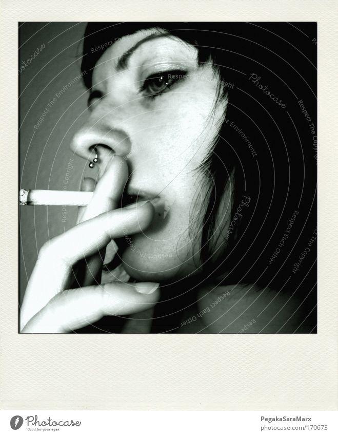 smoke Gedeckte Farben Innenaufnahme Polaroid Kunstlicht Profil Rauchen feminin Junge Frau Jugendliche Leben Kopf Haare & Frisuren Gesicht Auge Finger 1 Mensch
