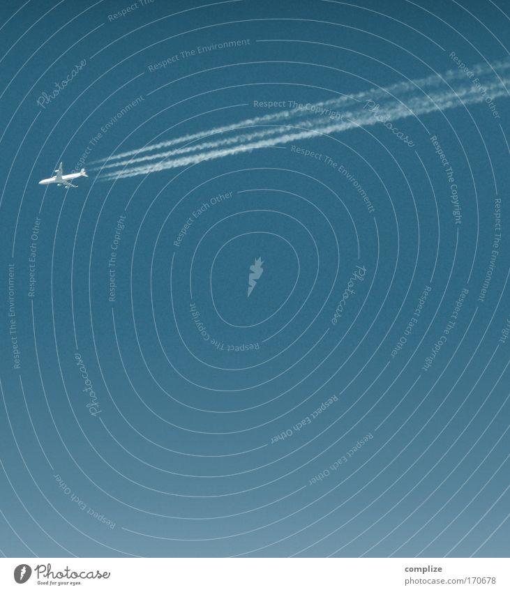 kleines Flugzeug Ferien & Urlaub & Reisen Tourismus Ferne Freiheit Sommer Sommerurlaub Luftverkehr Dienstleistungsgewerbe Kondensstreifen Blauer Himmel Jetset