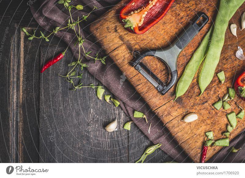 Grüne Bohnen fürs Kochen Lebensmittel Gemüse Ernährung Bioprodukte Vegetarische Ernährung Diät Messer Stil Design Gesunde Ernährung Tisch Küche Desaster