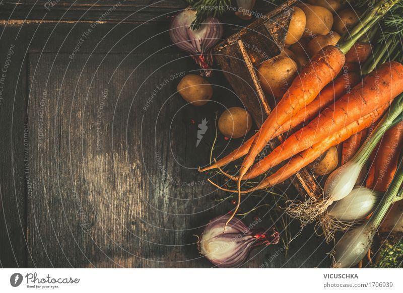 Bio Kiste mit frisches Gemüse Gesunde Ernährung dunkel Foodfotografie Leben Stil Gesundheit Lebensmittel Design einfach Ernte Bioprodukte Vegetarische Ernährung