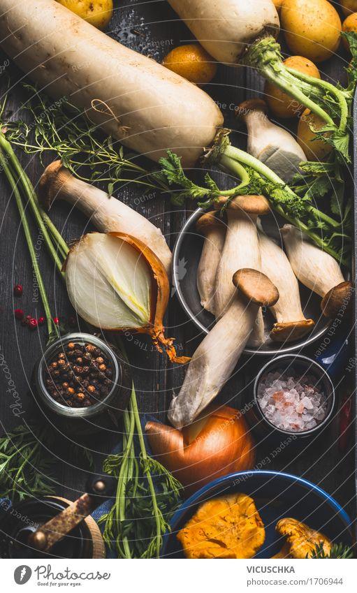 Pilze mit Kochzuutaten Gesunde Ernährung dunkel Foodfotografie gelb Essen Leben Stil Lebensmittel Design Tisch Küche Gemüse Bioprodukte Geschirr
