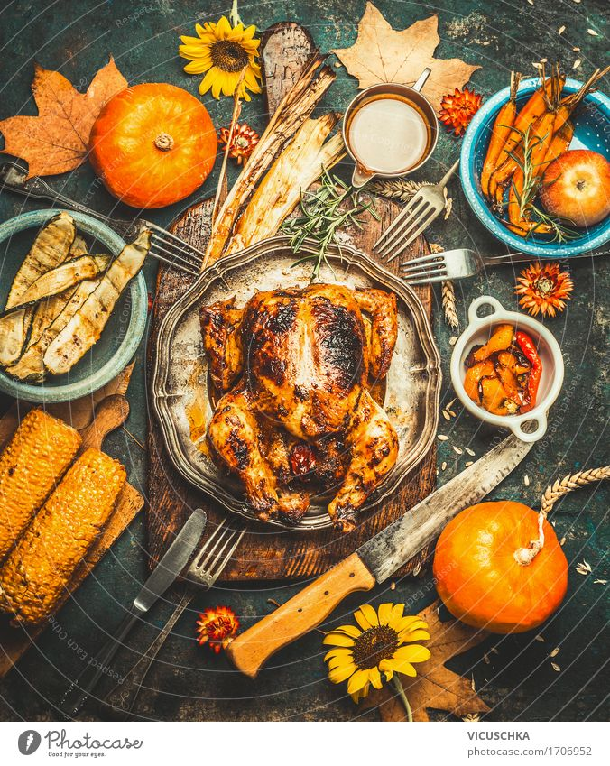 Erntedankfest Tisch mit Kürbise und geröstetes Hähnchen Foodfotografie gelb Stil Lebensmittel Feste & Feiern Party Stimmung Design Häusliches Leben Ernährung
