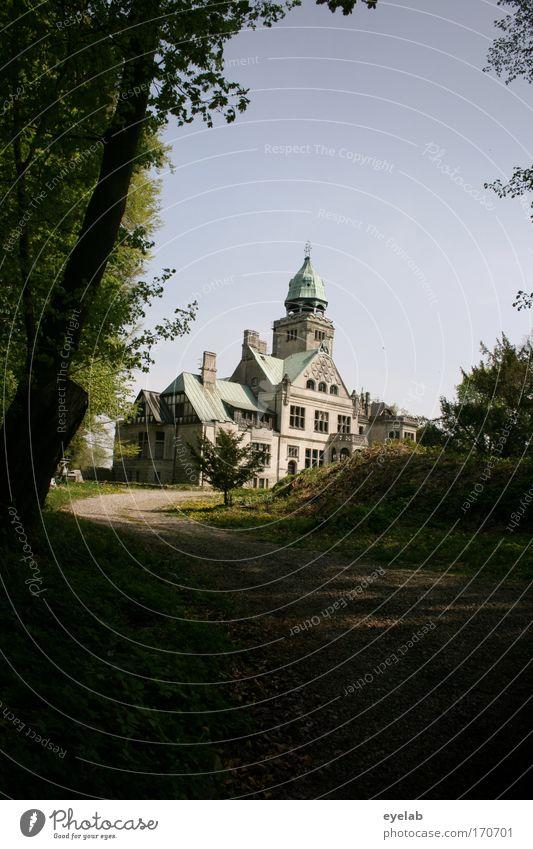 My home is my castle, my castle my home Farbfoto Gedeckte Farben Außenaufnahme Textfreiraum oben Textfreiraum unten Tag Schatten Sonnenlicht Totale Natur