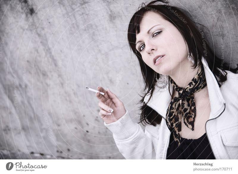 bachelor woman Jugendliche alt schön feminin kalt Mode träumen elegant Erfolg ästhetisch Coolness Rauchen Bildung Leidenschaft Stress