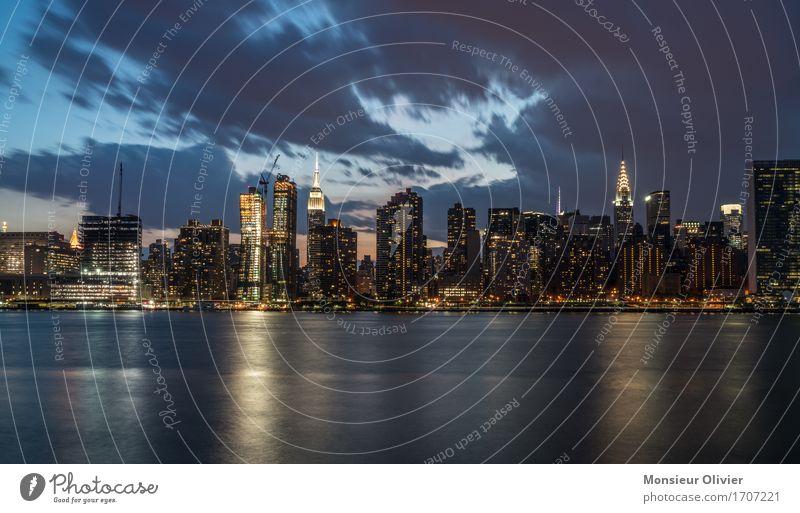 NYC Skyline New York City Manhattan USA Stadt Stadtzentrum bevölkert Hochhaus Architektur frei trendy blau cityscape Farbfoto Außenaufnahme Menschenleer