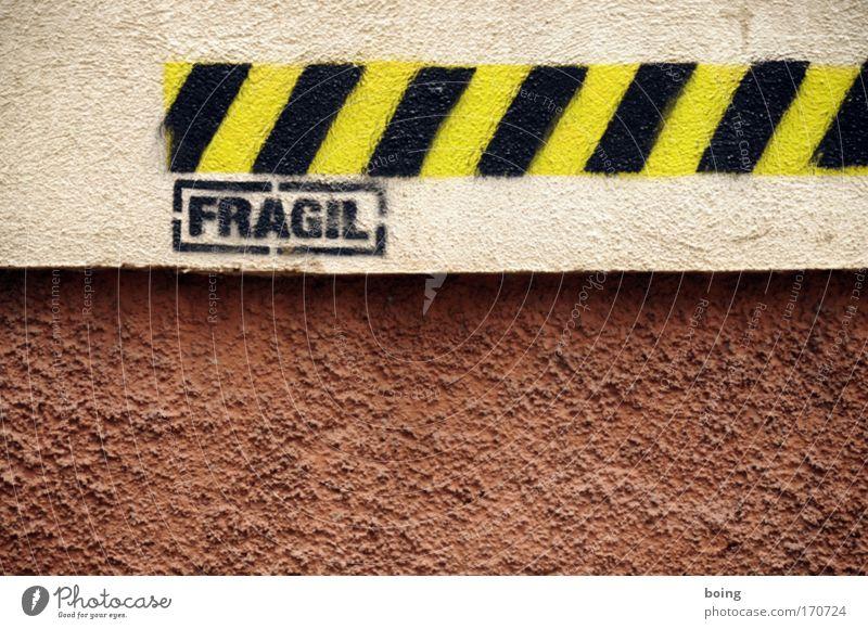bitte nicht anlehnen Graffiti Fassade Sicherheit Schriftzeichen Schutz Zeichen fein zerbrechlich Kunst Einsturzgefahr