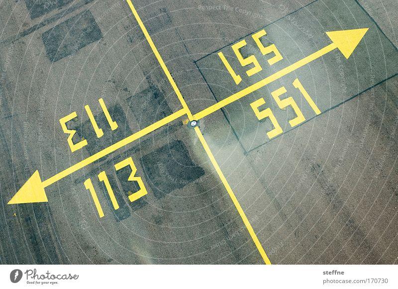 Das offizielle Zählfred-Logo Farbfoto Außenaufnahme abstrakt Menschenleer Luftverkehr Flughafen Landebahn Ziffern & Zahlen Schilder & Markierungen Hinweisschild