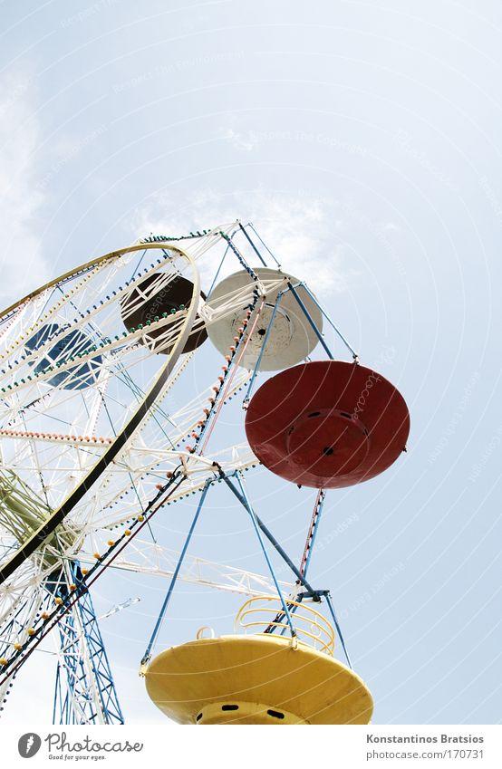 Round & Round It Goes #02 Farbfoto mehrfarbig Außenaufnahme Menschenleer Textfreiraum rechts Textfreiraum oben Tag Sonnenlicht Gegenlicht Froschperspektive