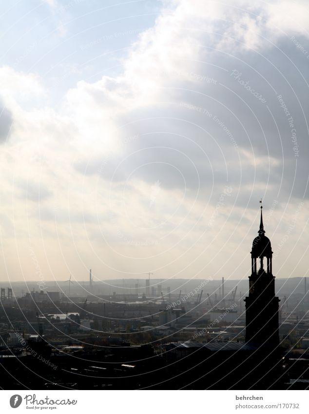 die schönste stadt der welt Stadt Himmel Wolken Regen Nebel Hamburg Kirche Aussicht Hafen fantastisch Unwetter Wahrzeichen Geborgenheit Wohlgefühl Elbe