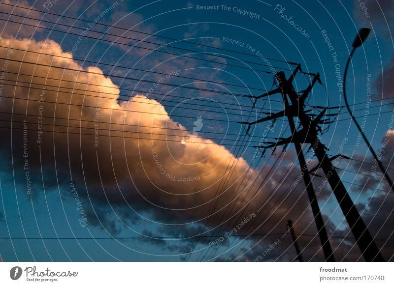 road movie Bewegung Geschwindigkeit Energiewirtschaft ästhetisch Romantik Kabel Klima Kitsch Verkehrswege Schönes Wetter Strommast chaotisch Surrealismus