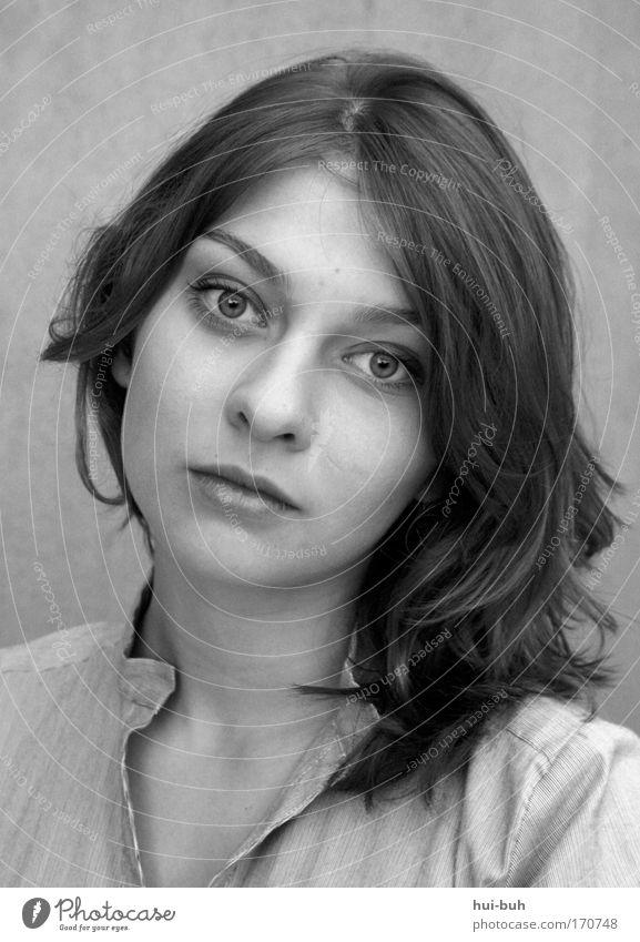 nirgends warm. Jugendliche schön Gesicht feminin träumen Kopf Stimmung Erwachsene Trauer Porträt Romantik authentisch Sauberkeit Sorge Liebeskummer stagnierend