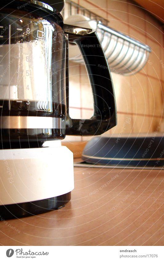 Maschinenkaffee Küche Haushalt Tragegriff Kannen Getränk schwarz Ernährung Kaffee Innenaufnahme Nahaufnahme Kaffeetrinken Kaffeemaschine Kaffeekanne