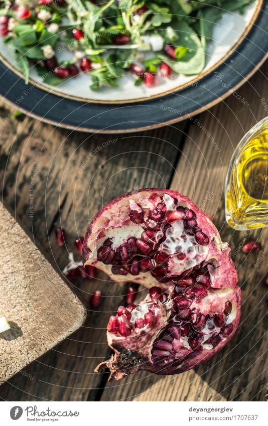 Grüner Salat mit Granatapfel, Manna Croup, Zwiebel grün weiß rot schwarz Essen frisch Ernährung Küche Gemüse Teller Schalen & Schüsseln Mahlzeit Abendessen