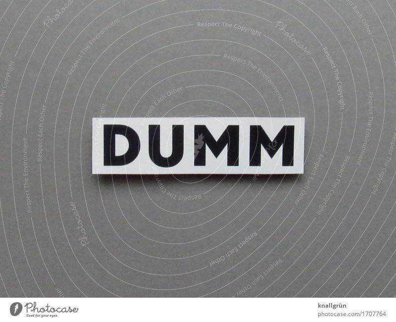 DUMM Schriftzeichen Schilder & Markierungen Kommunizieren eckig grau schwarz weiß Gefühle dumm doof Farbfoto Gedeckte Farben Studioaufnahme Menschenleer