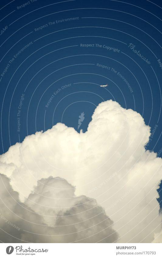 Über den Wolken... oder flieg kleiner Flieger... Farbfoto mehrfarbig Außenaufnahme Luftaufnahme Menschenleer Textfreiraum links Textfreiraum rechts