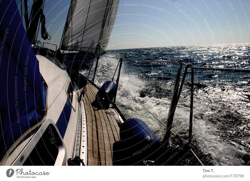 Auf allen Meeren zuhaus Sonne Sommer Ferien & Urlaub & Reisen Ferne Freiheit Wasserfahrzeug Wellen Abenteuer authentisch Schifffahrt Fernweh Segel Segelboot