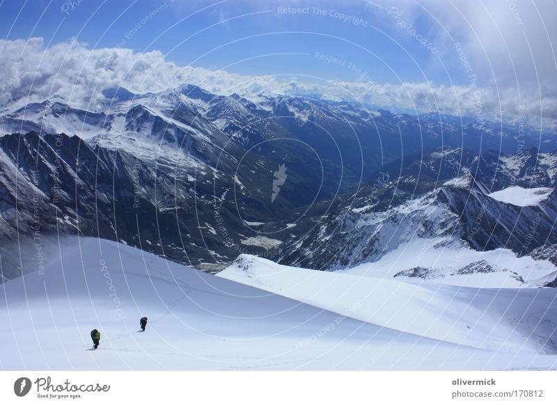 blick ins tal Mensch Natur weiß Sport kalt Schnee Berge u. Gebirge Bewegung Landschaft Kraft wandern gehen groß Abenteuer Freizeit & Hobby Klima
