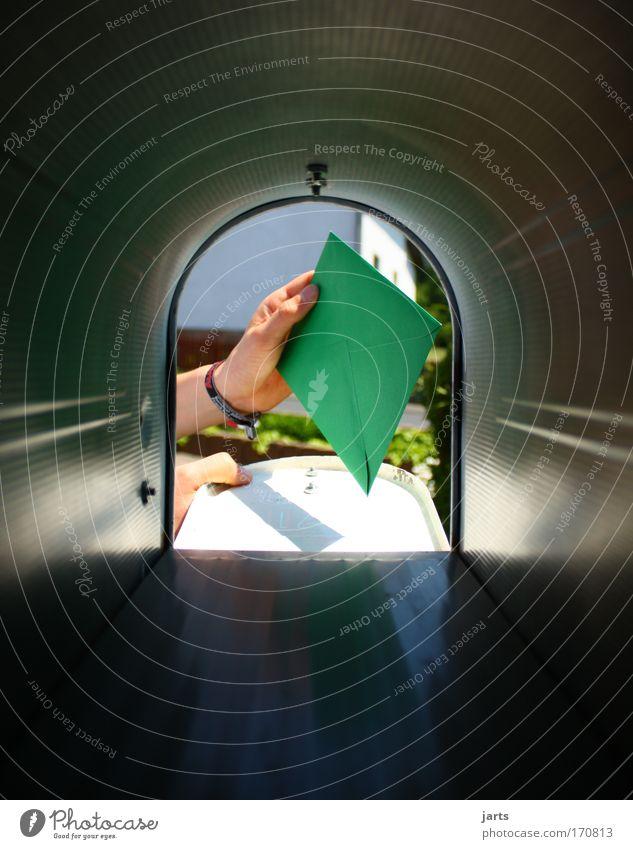 Post Mensch Kontakt Hand Freundschaft Güterverkehr & Logistik Wunsch Neugier Dienstleistungsgewerbe Brief Post Überraschung Werbebranche Briefkasten Briefumschlag Postbote