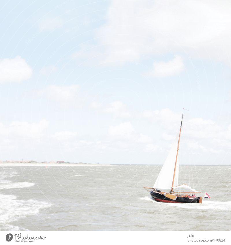 come sail away... Gedeckte Farben Außenaufnahme Textfreiraum oben Tag Licht High Key Wasser Himmel Schönes Wetter Nordsee Insel Schifffahrt Bootsfahrt Segelboot